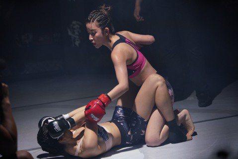 許維恩一向給人的印象就是美麗、漂亮、性感、動人的溫柔氣質女生,這次公司安排她演出電視電影「女拳至上」的女格鬥手,戲中不僅有格鬥比賽,還有打架,落水,及類似極限運動跑酷攀爬。為了效果劇組安排真正的格鬥...