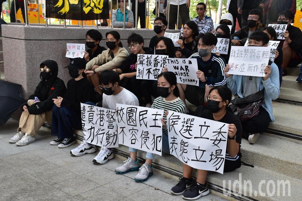 東華大學港生及台灣學生今出面聲援香港,譴責港警入校園施暴。記者王思慧/攝影