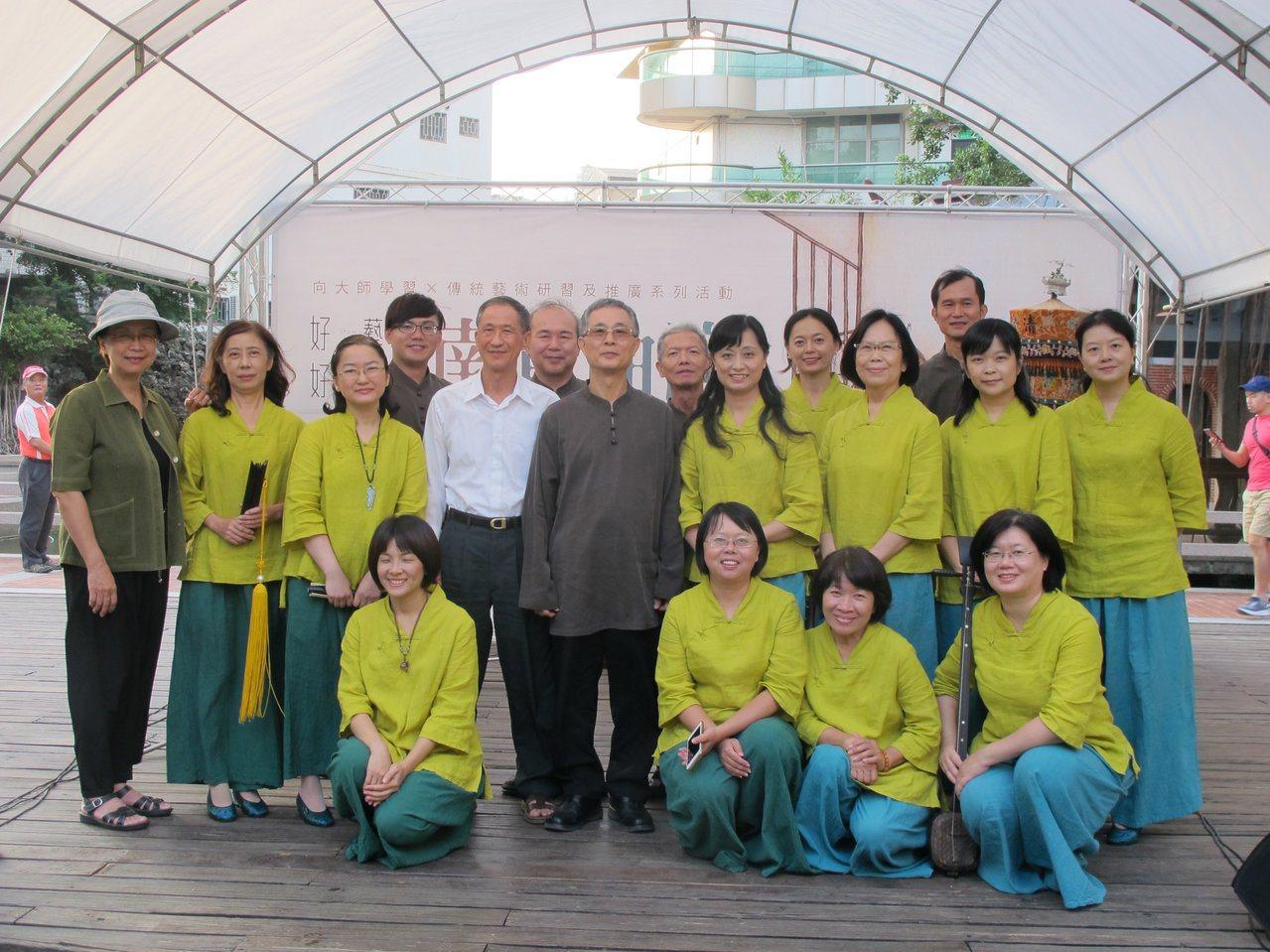 振聲社成員來自來自各行各業,因為對熱愛南管音樂而齊聚。圖/國立傳統藝術中心提供