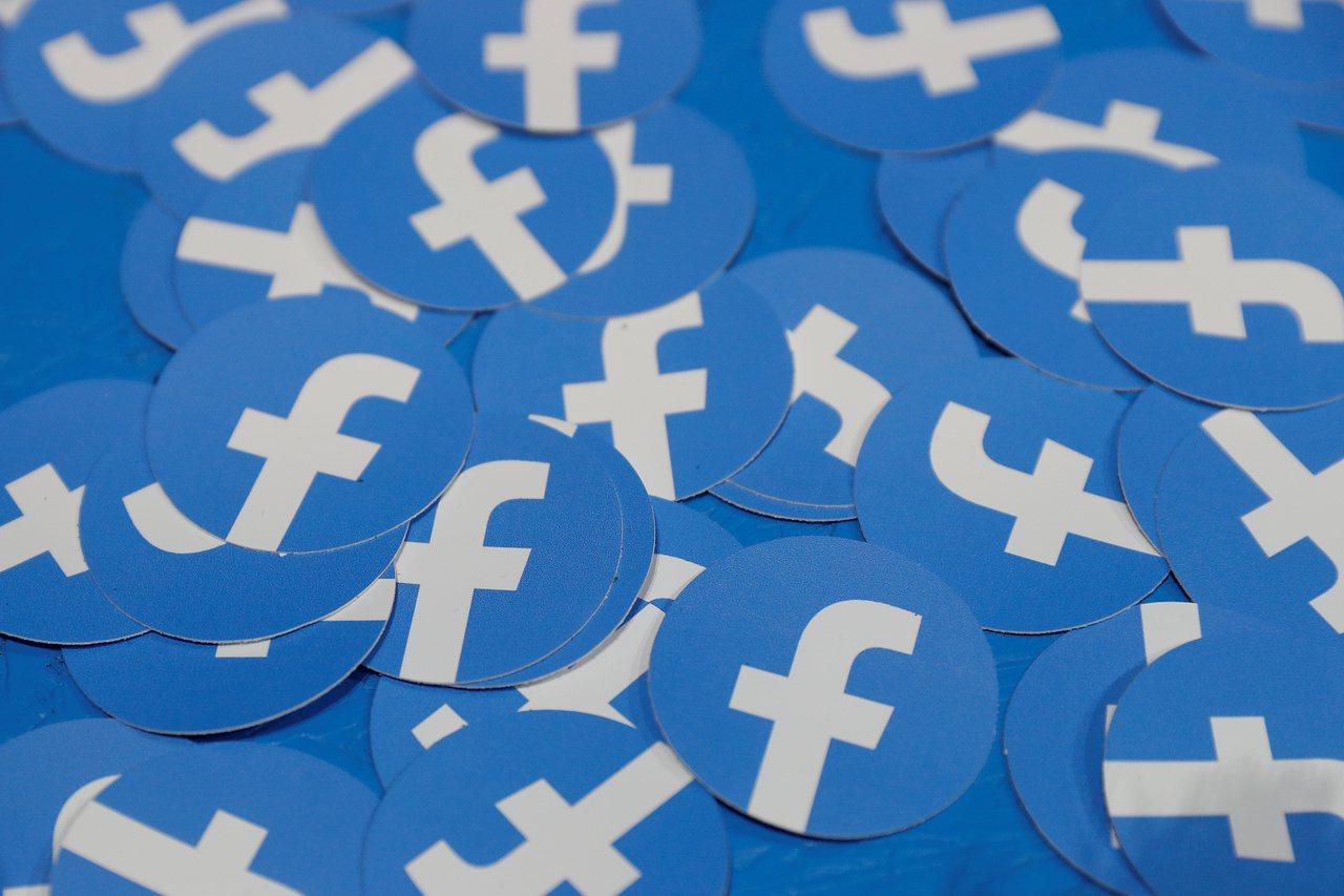 社群媒體臉書的商標貼紙。路透