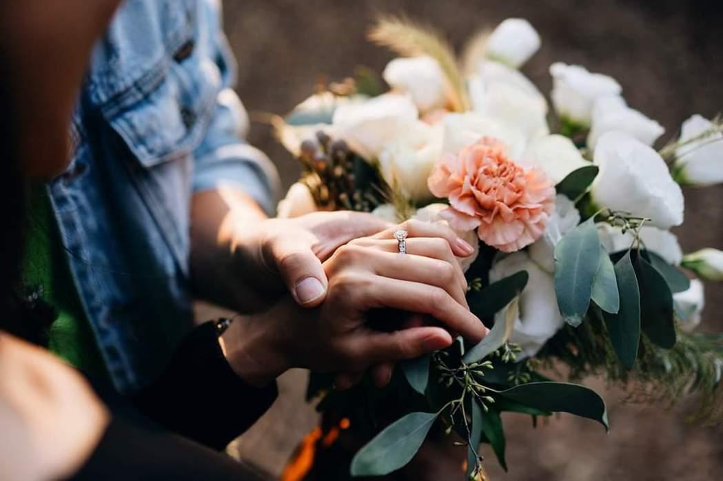 許孟哲求婚成功。圖/摘自臉書