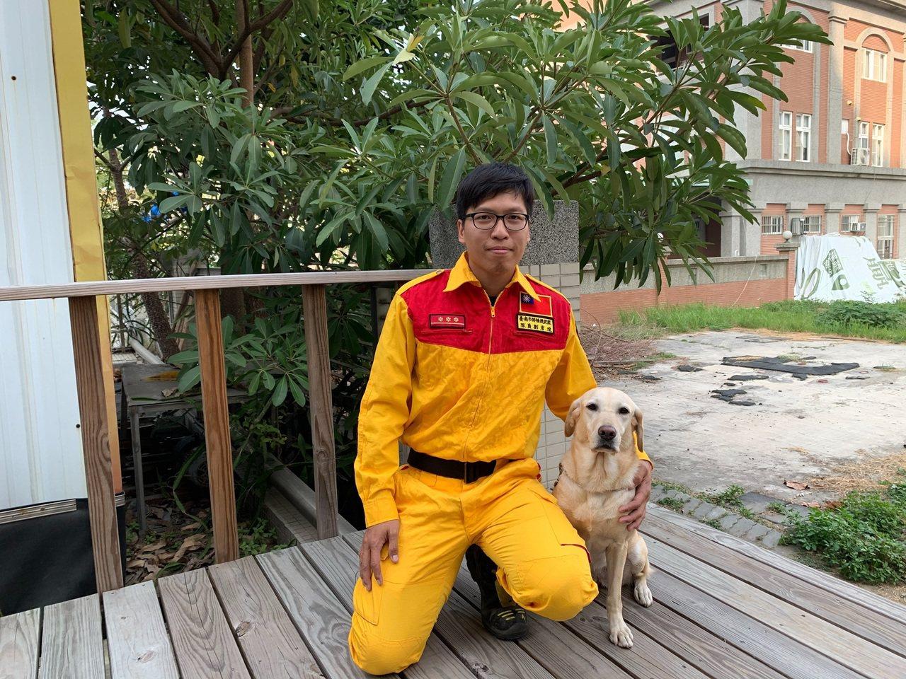Kathy領犬員劉彥煌表示,Kathy愛玩愛吃,食量大體力好,瓦礫堆中英勇救人。