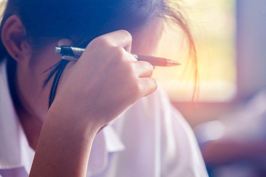 女學生因攜帶衛生棉,遭男教師誤認為手機,而慘遭大罵。示意圖/Ingimage