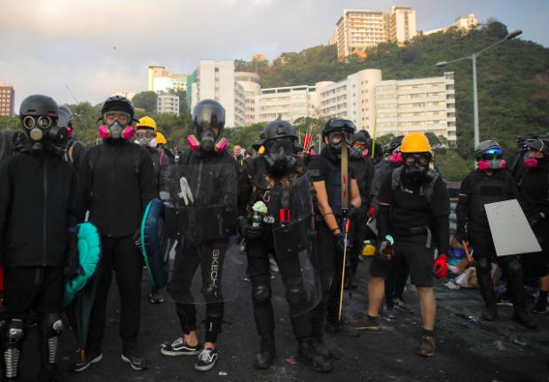 香港警方形容中大校園已成為暴徒兵工廠。(香港電台)