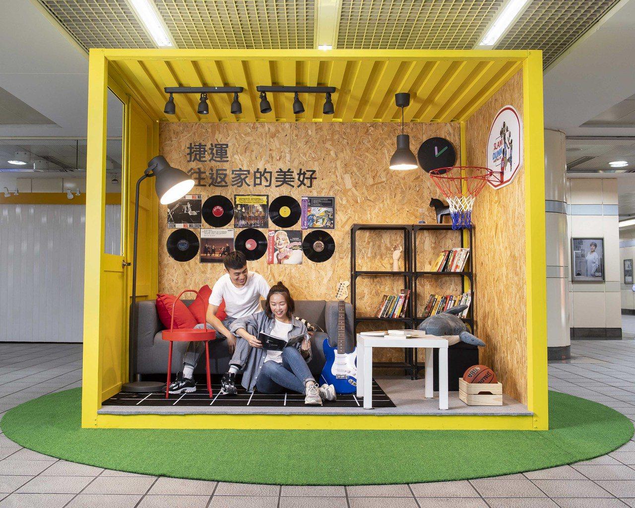 IKEA首度與台北捷運跨界合作改造捷運站,西門站以亮眼的黃色貨櫃配上個性家具家飾...