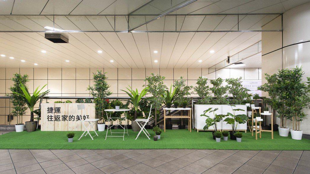IKEA改造的台北捷運七張站提供布置陽台空間的靈感,運用大量植栽打造了一塊綠色天...