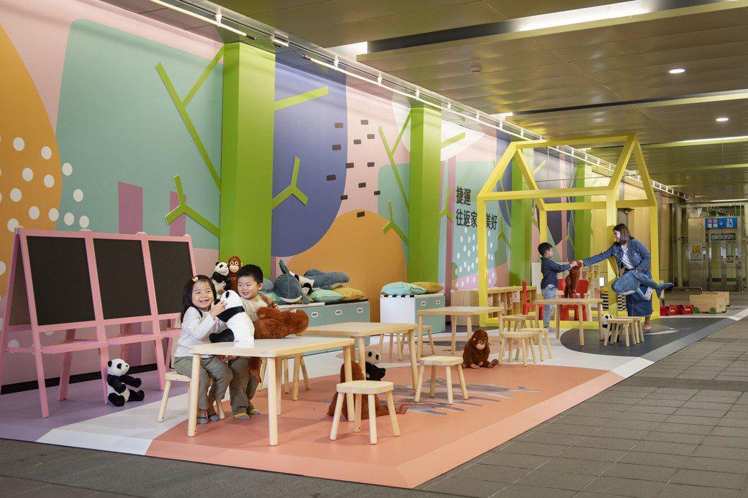 IKEA改造的台北捷運南京復興站,在轉乘通道上打造紓壓又適合親子同樂的空間。圖/...