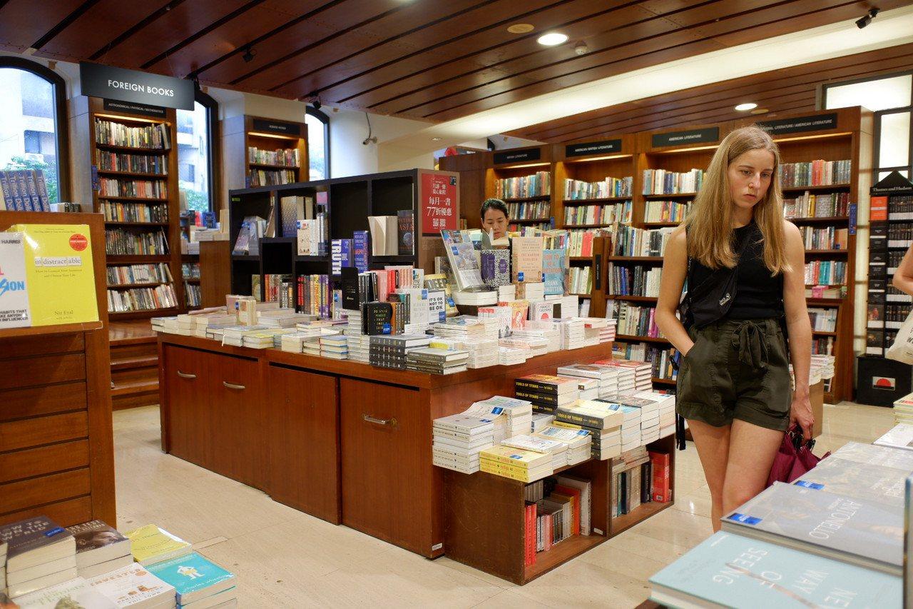 敦南誠品首創全球首家24小時書店,是台灣的文化地標,是許多觀光客來台指定造訪的地...