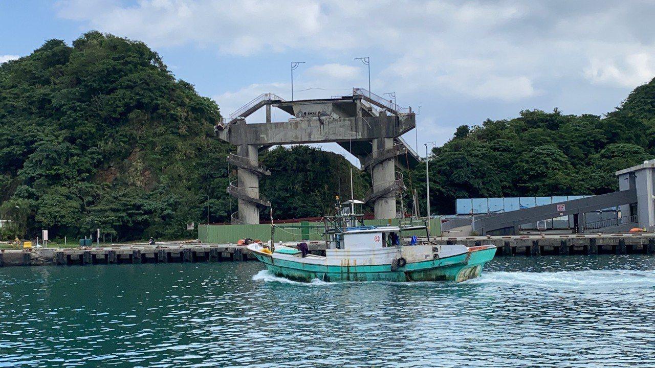 重建的南方澳跨港大橋橋型將採懸臂工法、混凝土方式,預定3年內完成,施工中不影響漁...