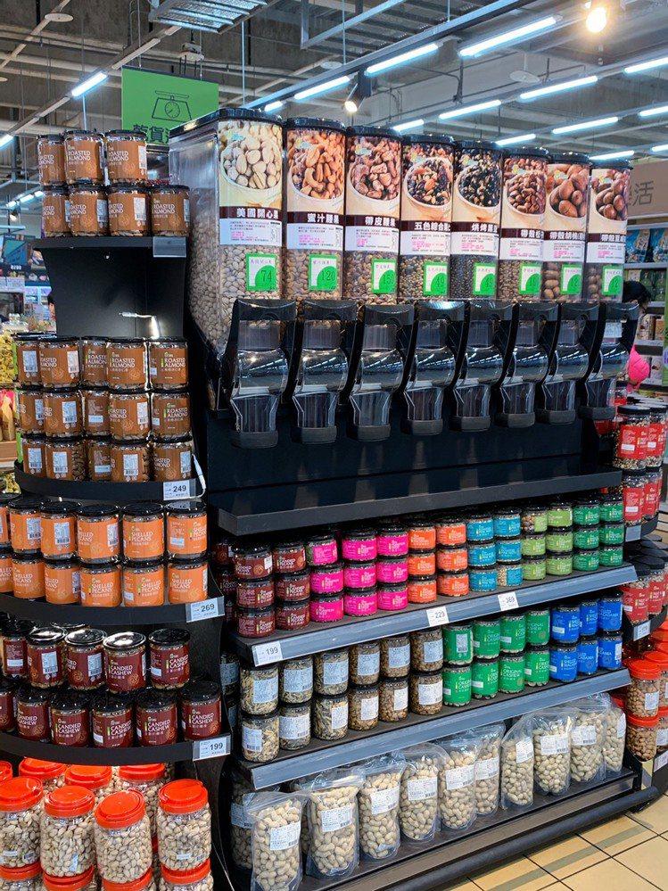 「自助式乾貨區」提供消費者DIY樂趣。記者徐力剛/攝影