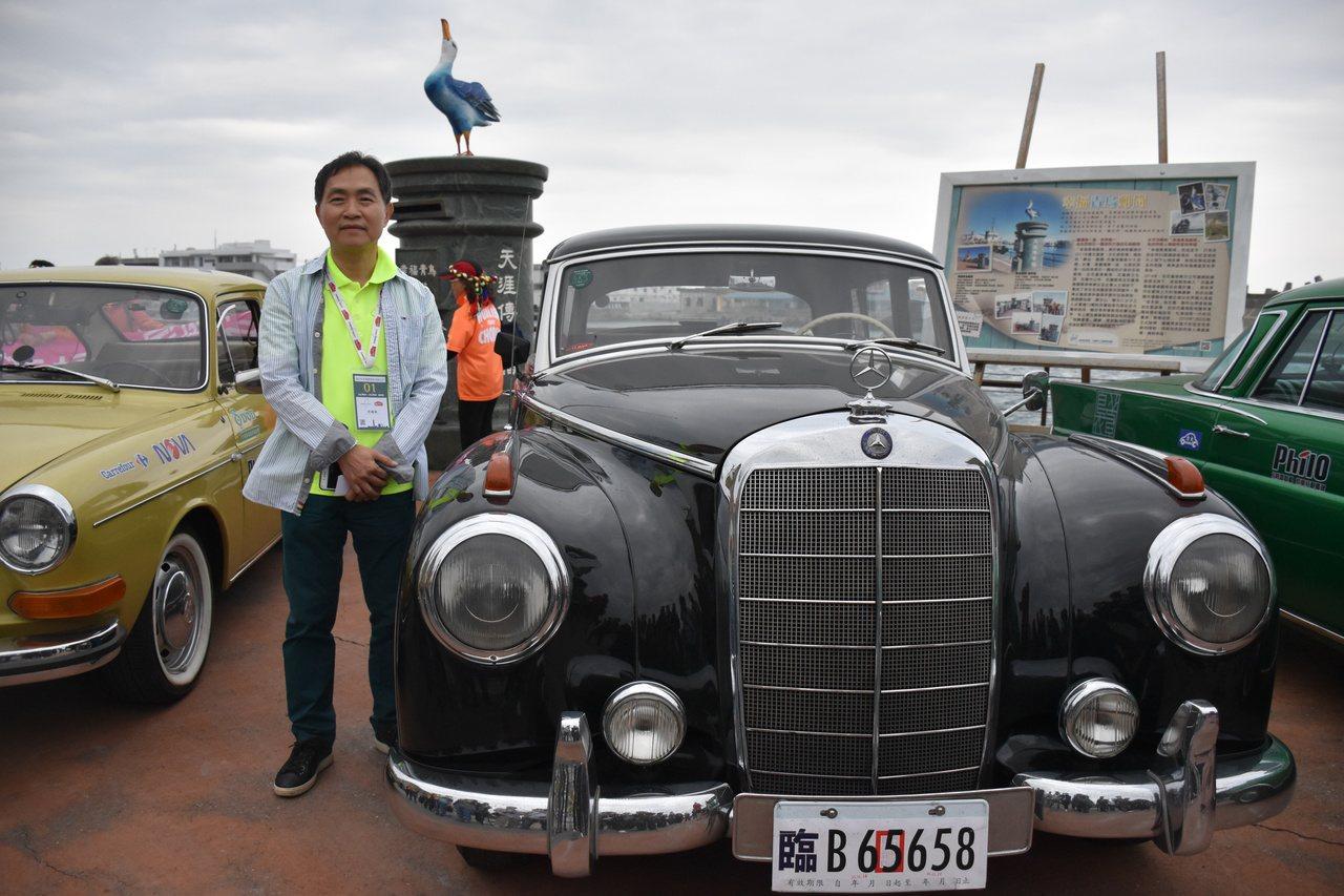 台灣古董車協會會長曾國棟開著64年古董車,帶領車隊從台北開始環台。記者王思慧/攝...