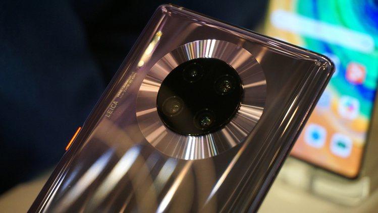 HUAWEI Mate30 Pro擁有超感光徕卡電影四鏡頭。記者黃筱晴/攝影