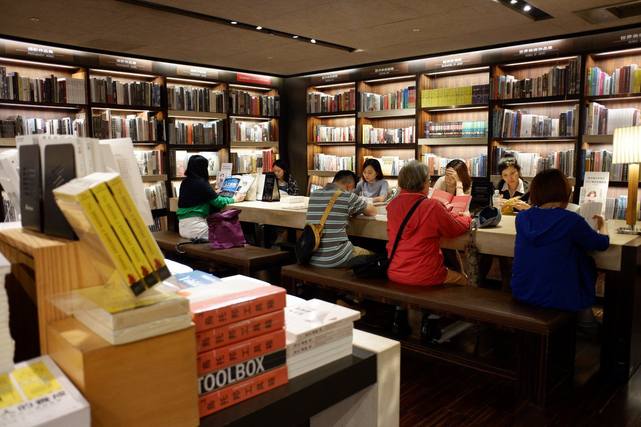 敦南誠品的24小時書店,是愛書人的聚集地。記者江佩君/攝影