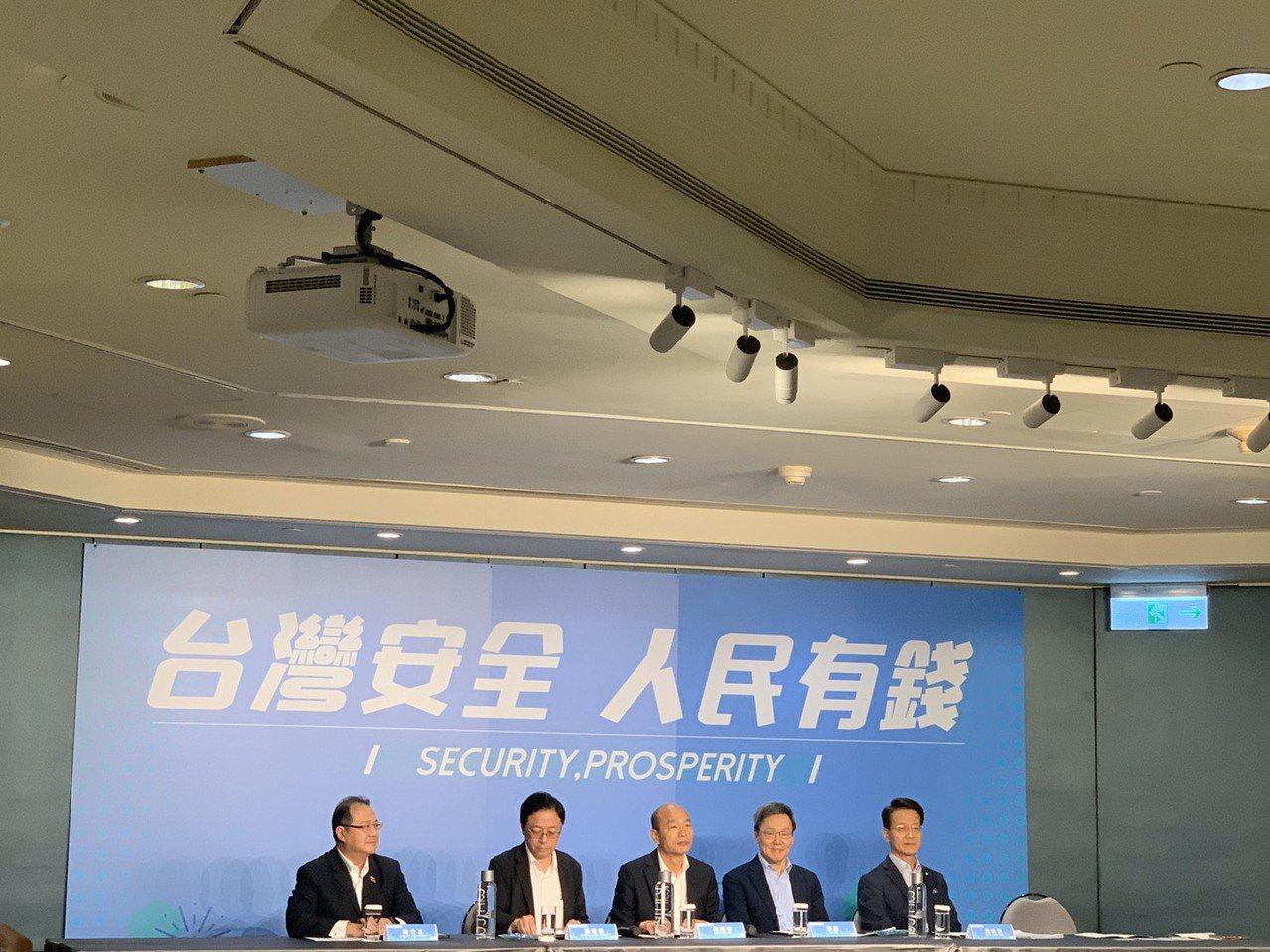 韓國瑜下午與「台灣外籍記者聯誼會」會員座談,除副手張善政,韓國瑜國安團隊,包括國...
