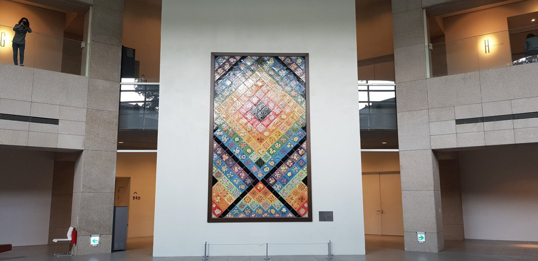 林志玲周日將在台南美術館古蹟內舉辦婚宴,一進入現場迎面的是巨幅的陶瓷創作。記者修...