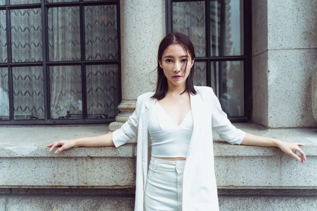 張家瑋日前赴上海旅遊,每天都有豔遇,桃花朵朵開。圖/民視提供