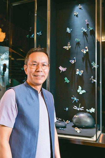 AKACHEN創辦人陳智權與其充滿自然特色風格的珠寶設計。 記者陳立凱/攝影