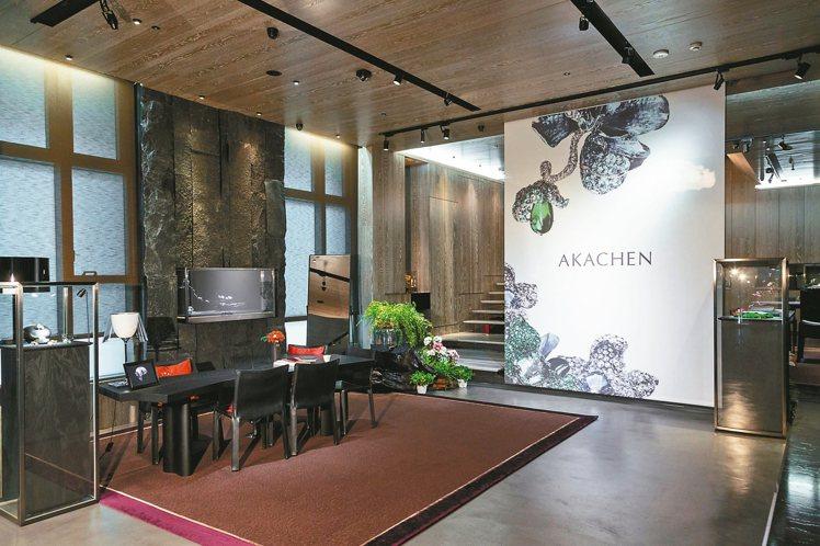 位於敦化南路上的AKACHEN珠寶藝術館,結合了自然、藝術和設計等元素,讓到訪的...