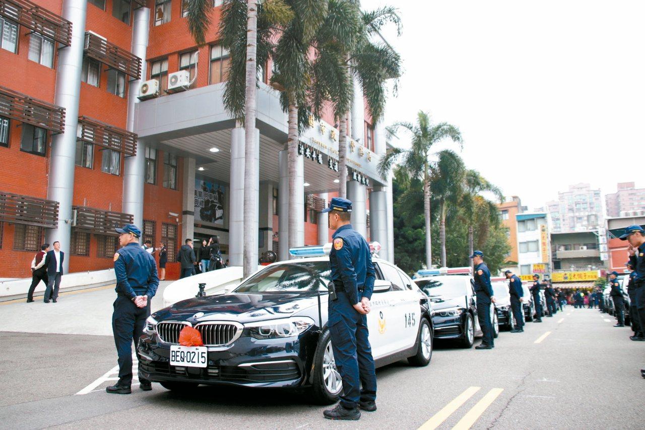 桃園市警局近10年來首度買進7輛BMW530i警用車。 記者曾健祐/攝影