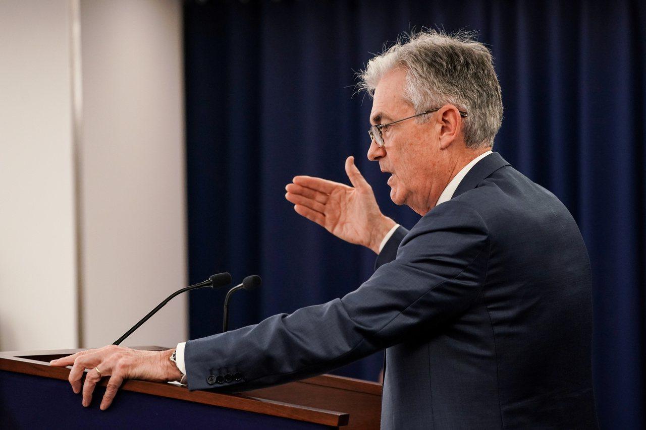 美國聯準會主席鮑爾表示,利率可能暫時不動,至於負利率在當前環境並不合適。 (路透...