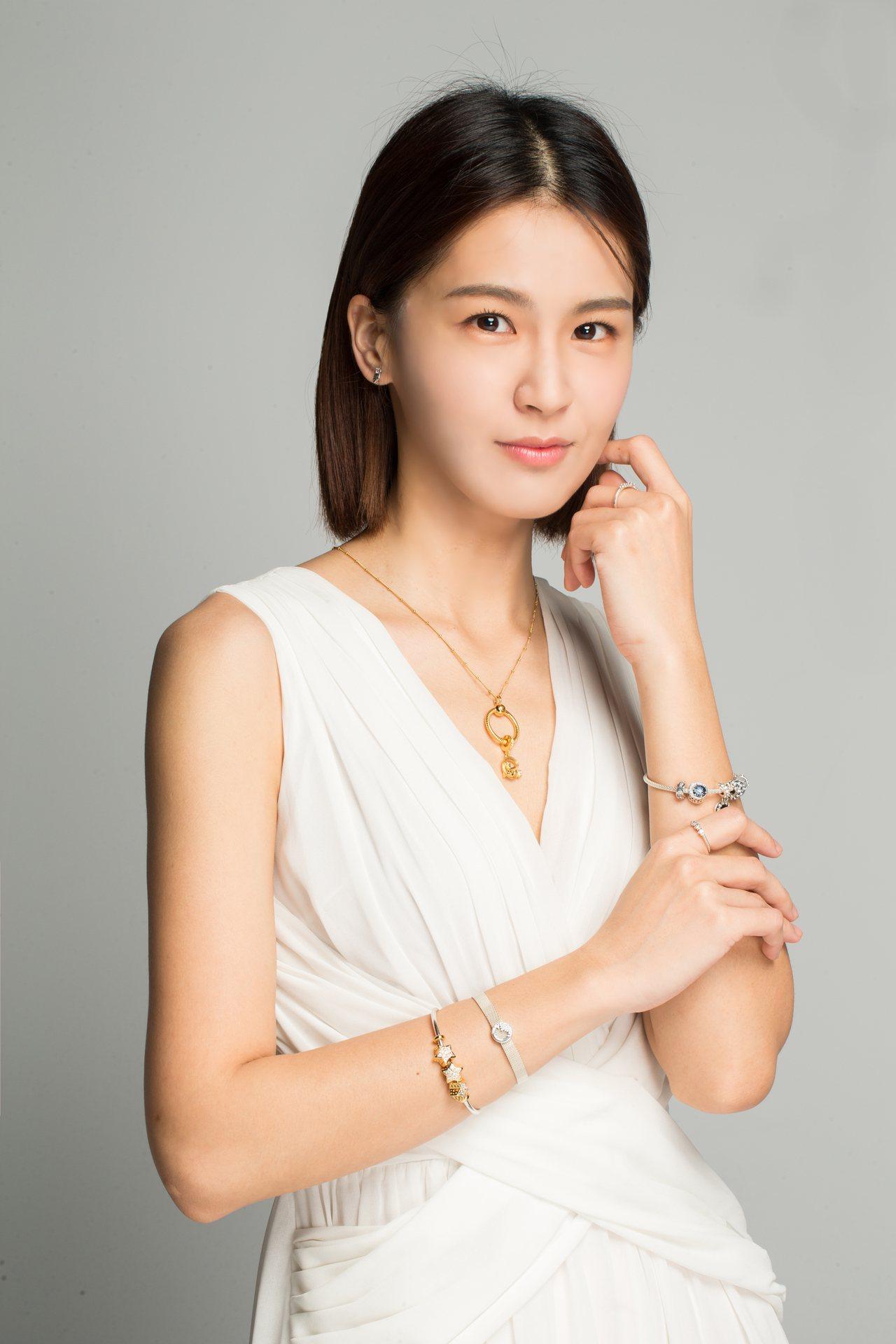 Pandora Shine天使與流星鋯石吊飾3,280元,閃爍恆星鋯石串飾3,9...