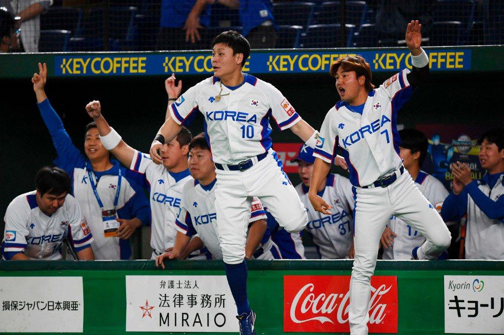 南韓隊今晚在世界12強賽複賽對上墨西哥隊,終場以7:3贏球,搶下東京奧運門票。圖...