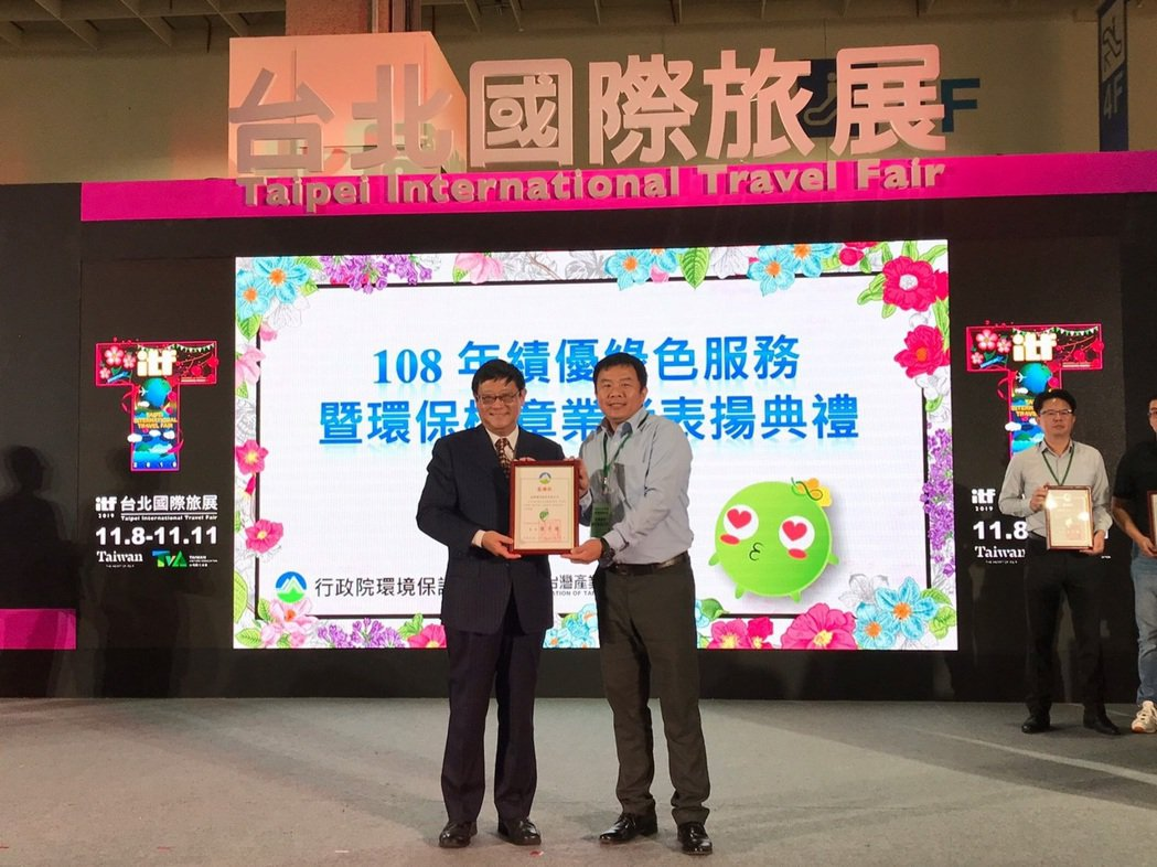 軍建材是台灣磁磚界第一家榮獲「環保標章」的磁磚廠。冠軍建材/提供