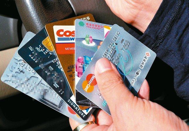 許多銀行推出刷卡交保費回饋或是免息分期優惠的專屬卡片,且非限定保險公司的聯名卡。...