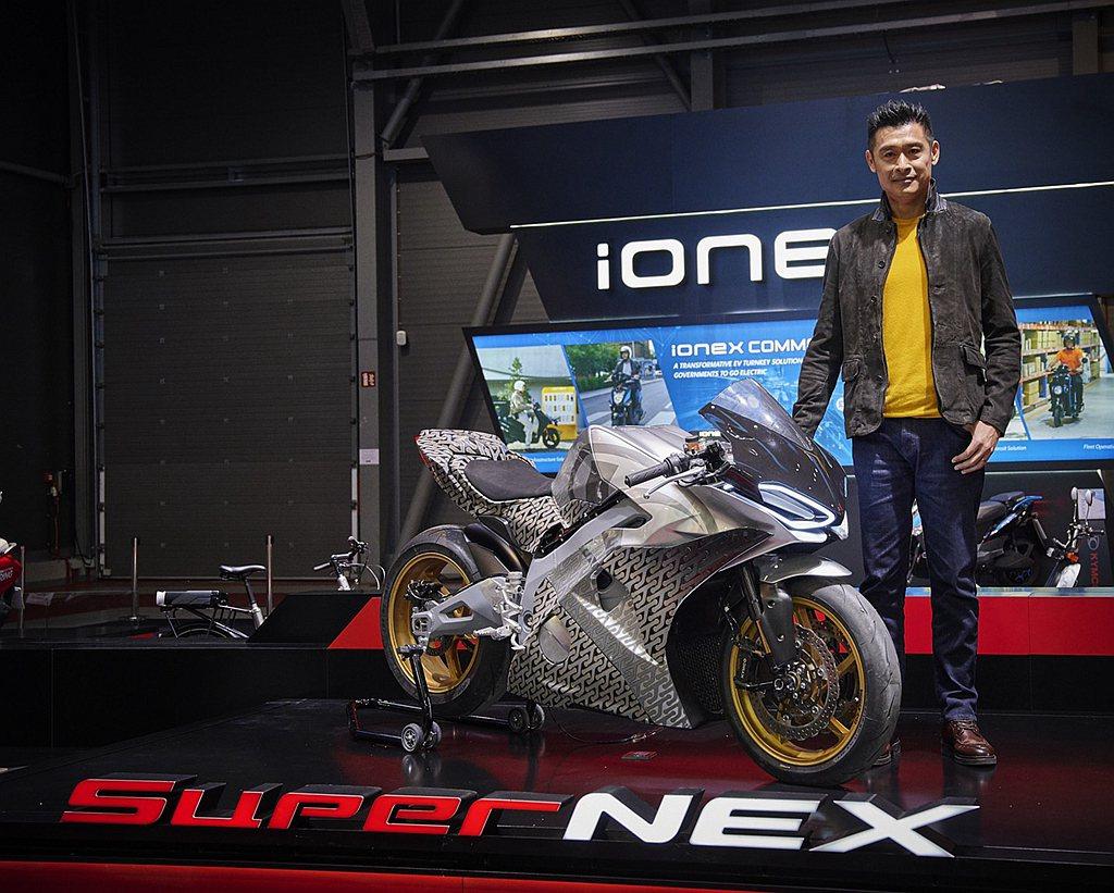 米蘭發表的RevoNEX可說是SuperNEX的一種Revolution。兩台車...