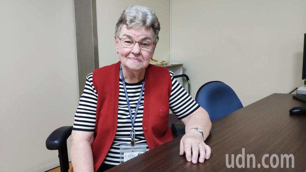 已82歲的比利時籍方秀仁,為雲林醫療奉獻超過半世紀,如今卸下護理工作的她,仍在醫...
