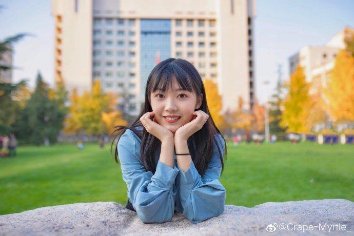 女網友貼出大學第四年時拍的照片。 圖/翻攝自微博