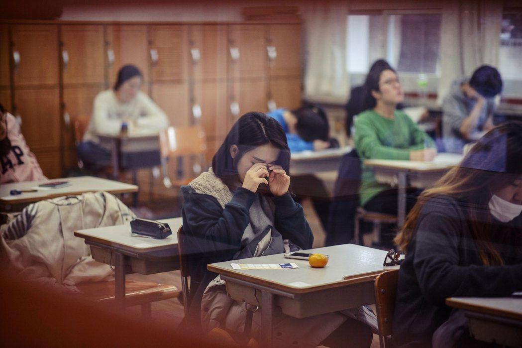 「現在高中已處於被分類為『一流學校』與『二流學校』的狀況,為緩和高中入學大學階段...