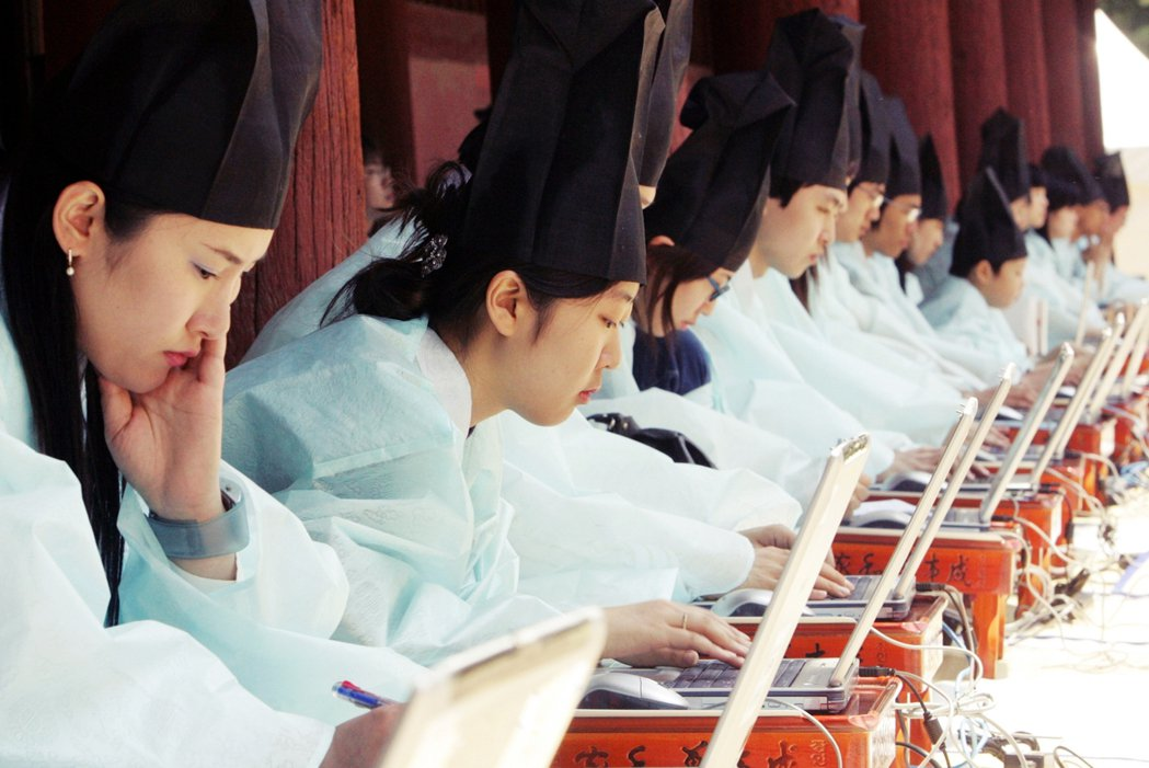 南韓的教改新制,最後營造出的「平等」,是立足點還是齊頭式平等?在升學競爭激烈,以...
