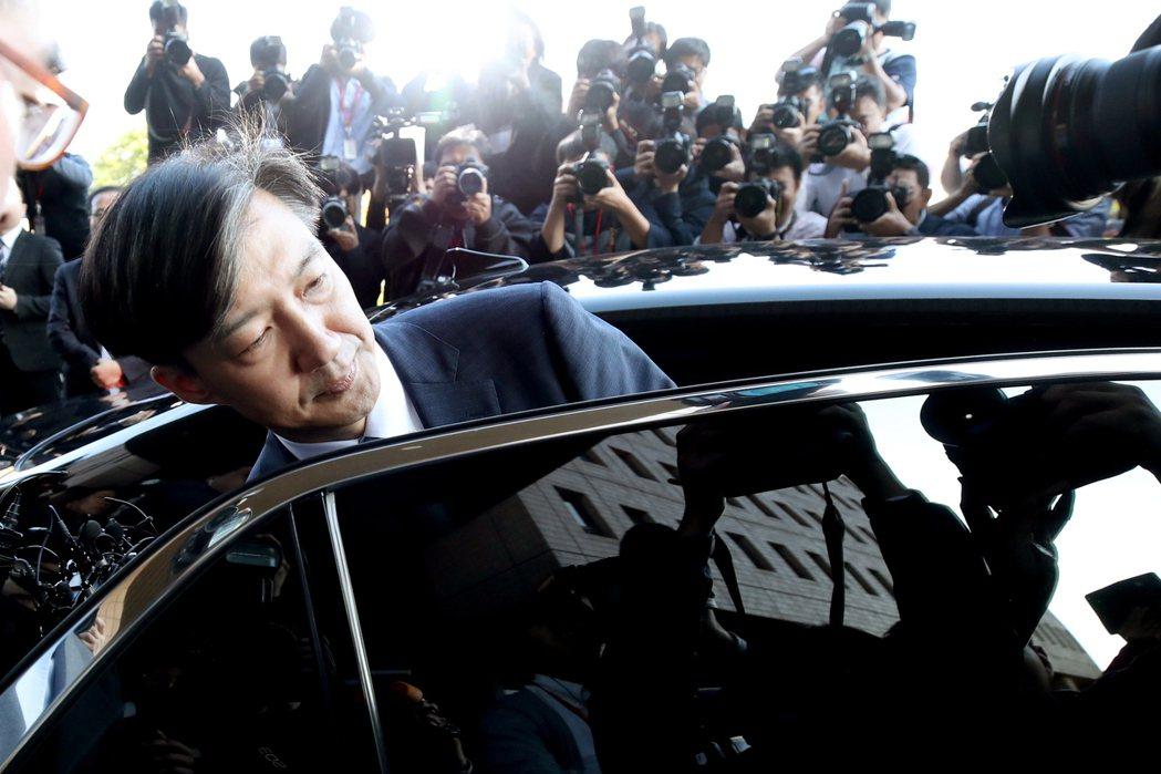 南韓前法務部長曹國妻女的特權入學爭議,全案仍由檢方調查中,但在教育界已掀起巨大的...