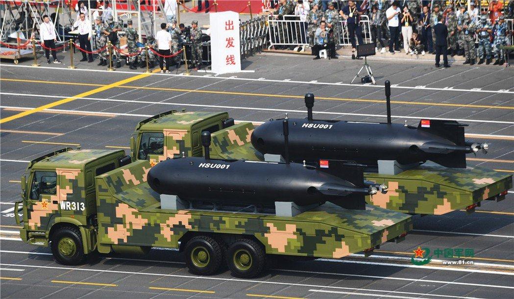 中國建政70週年閱兵中首度展出的HSU001水下無人潛航器,其外型類似CR-01...