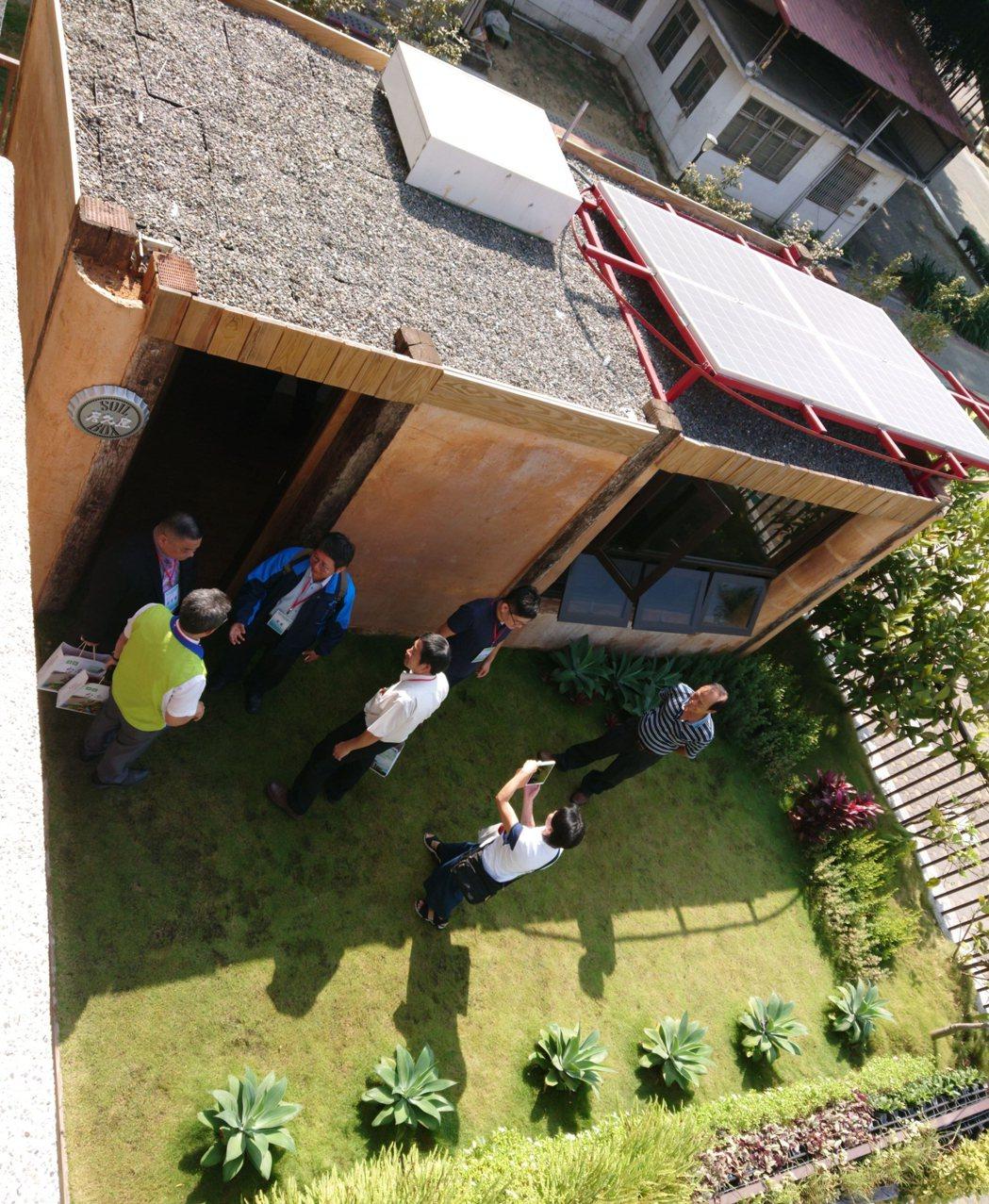 南工綠建築科技示範場域-居久屋揭牌,低碳排、無市電、無空調的綠建築吸引人潮參觀合...