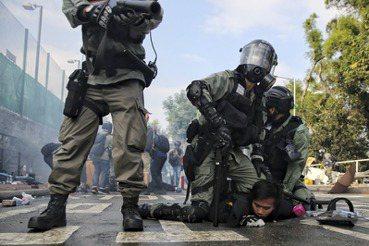 港警暴行彷彿歷史重演?受難的香港人與「赤納粹」