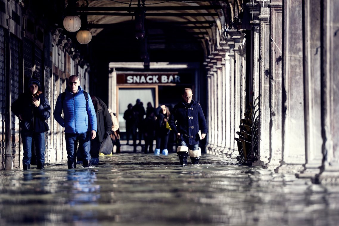 地勢低窪的聖馬可廣場(St Mark's Square)一帶,衝擊最為慘烈。 圖...