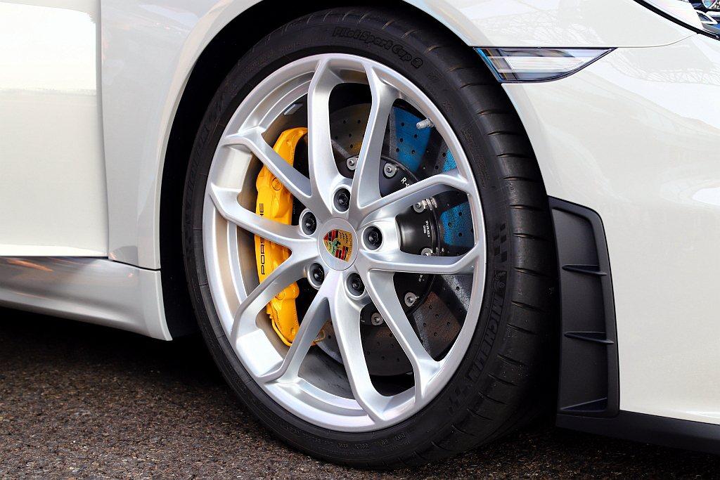 保時捷718 Cayman GT4與718 Spyder的高性能煞車系統,採用單...