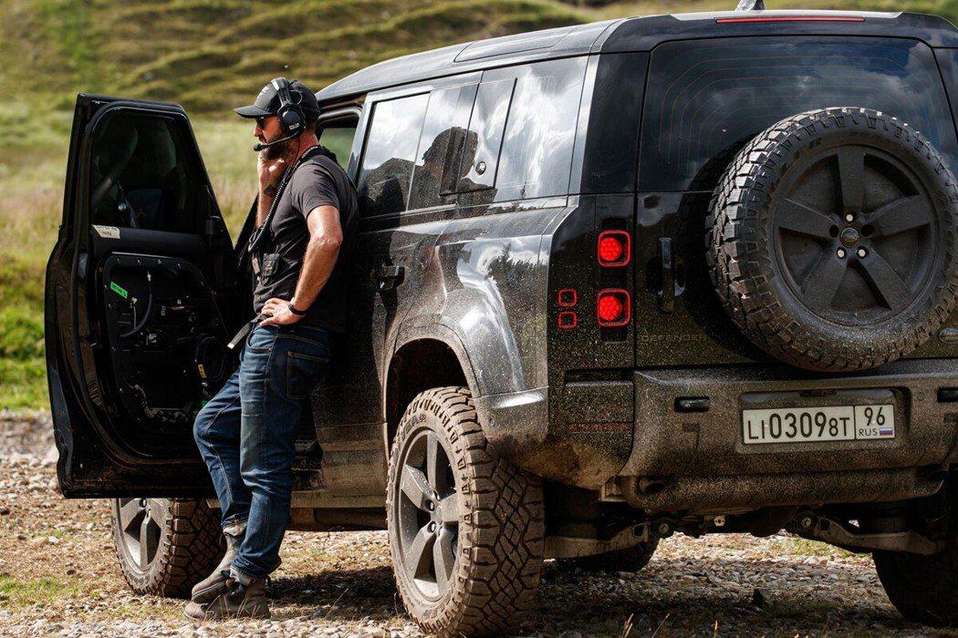Land Rover經典越野車款、全新世代的Defender,將以優異的征服地形...