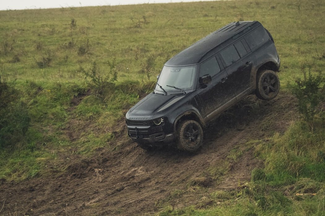 全新世代的Defender擁有優異的征服地形能力。 圖/Land Rover提供
