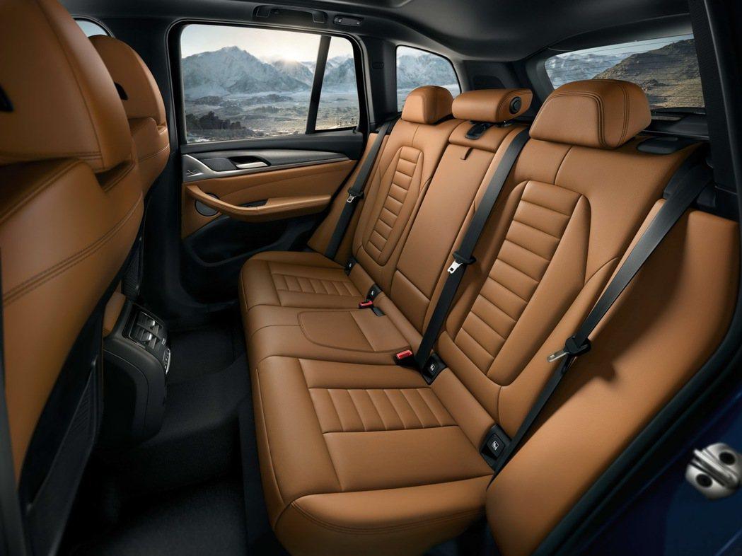 全新BMW X3升級內裝以頂級Vernasca真皮材質鋪陳,質感柔軟細緻呈現高質...