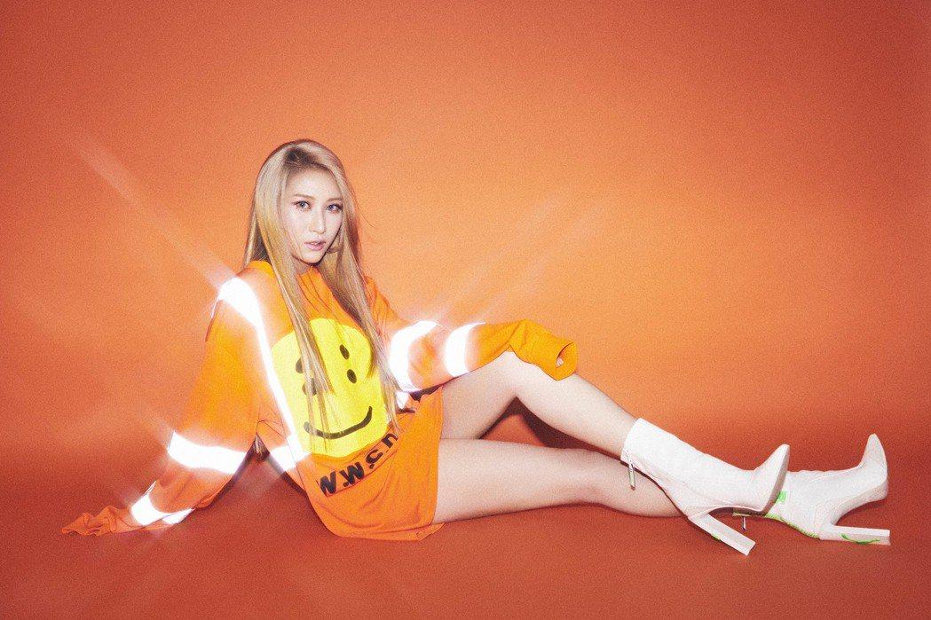 呂婕菲曾以本名「呂程程」推出專輯。圖/聲達娛樂提供