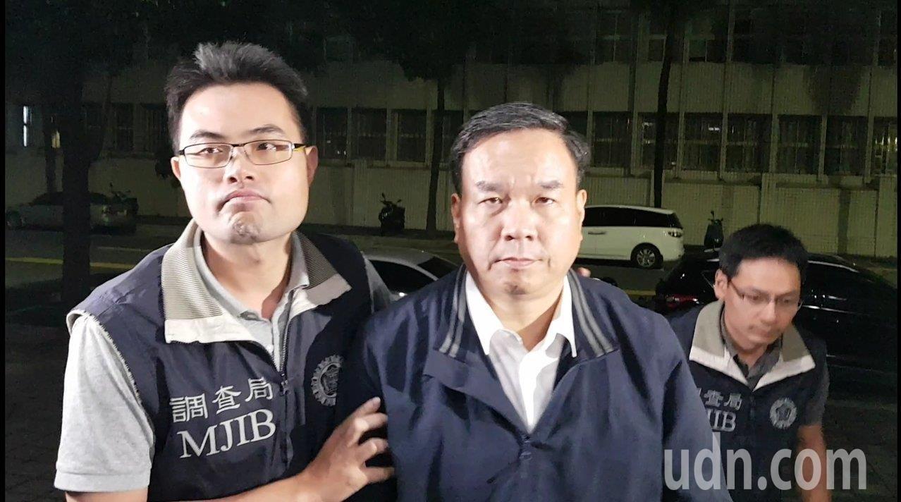 國體大校長邱炳坤涉圖利遭檢調約談,檢方複訊後以80萬元交保。記者張宏業/攝影