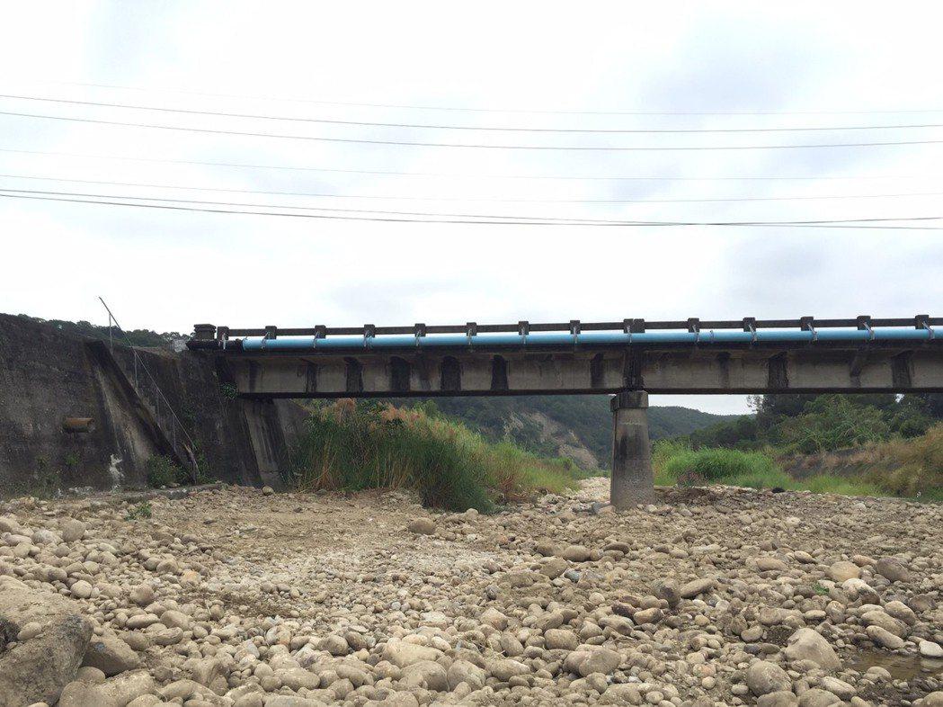 11月2日下午3點在苗130線與苗50-1交界處下方河床,橋下左邊階梯處,附近工...