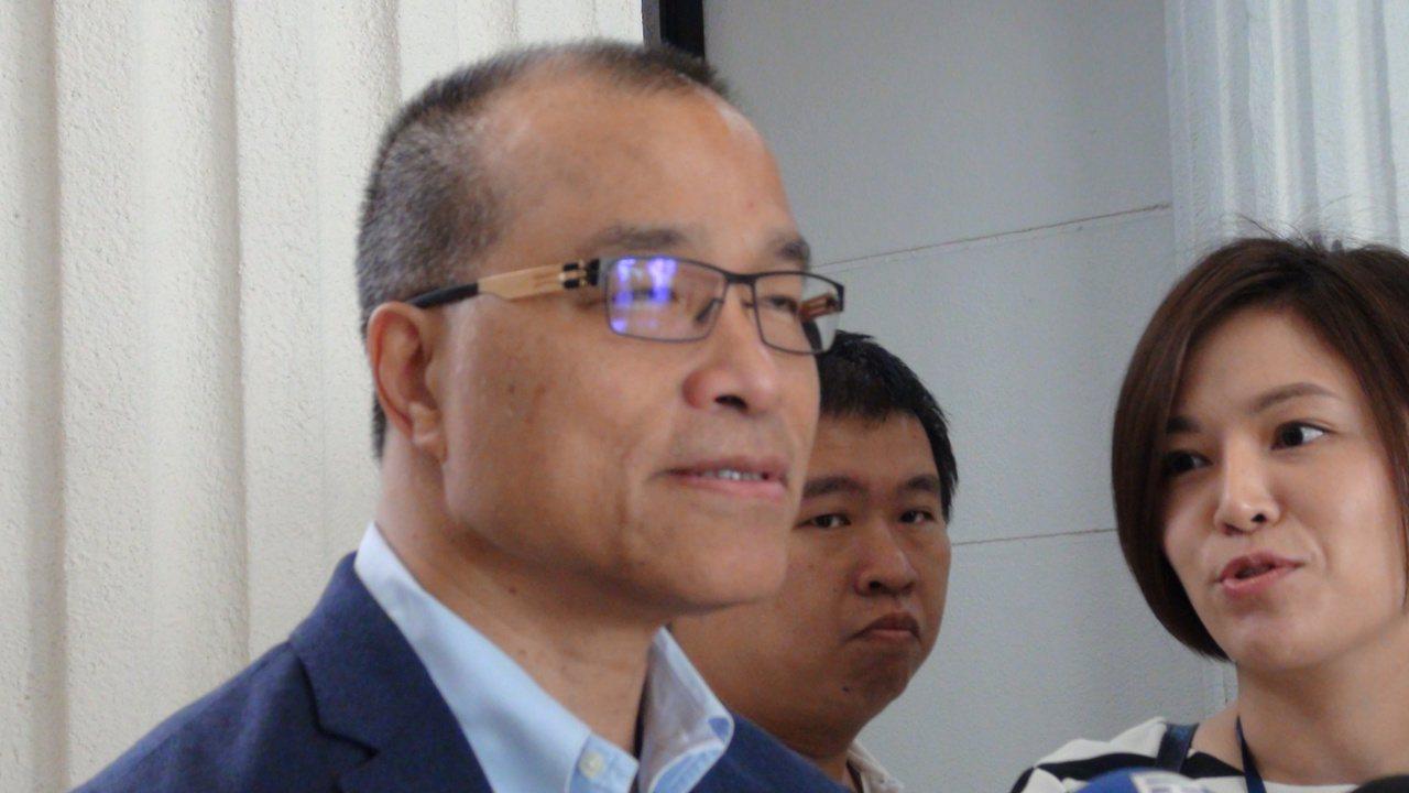 高雄市副市長葉匡時今天在高雄市議會受訪時指出,他是從10月16日代理高雄市長職務...