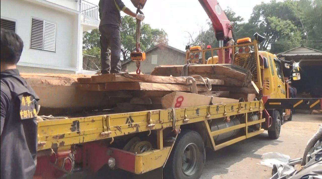 警方破獲謝男為首盜伐集團,查獲國有一級有價木紅檜、扁柏、肖楠、牛樟共5595公斤...