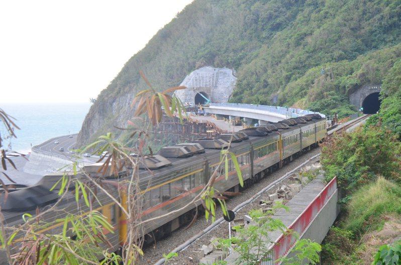台東南迴「多良火車站」,因應南迴鐵路電氣化,新隧道已在去年興建中,工程預計明年中旬完成。記者尤聰光/翻攝