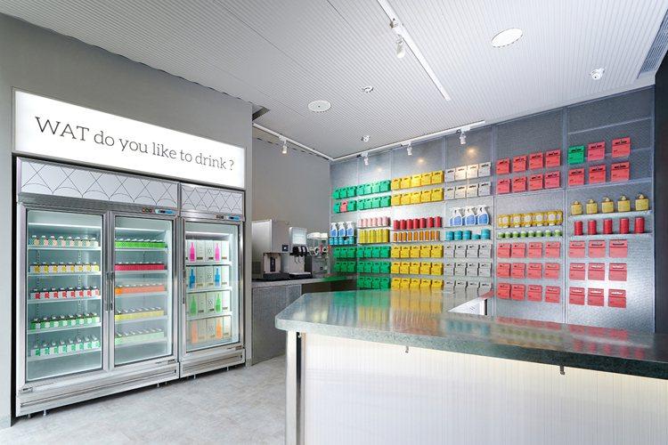 WAT Super內,提供10款瓶裝雞尾酒,宛若雞尾酒便利商店。圖/WAT提供【...
