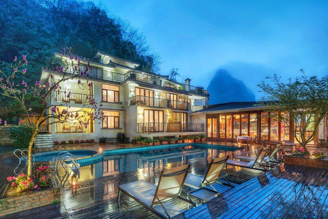陽朔雲舞度假酒店」位於中國桂林市「陽朔縣」,漫遊在此處的旅人可感受到踏入仙境般的...